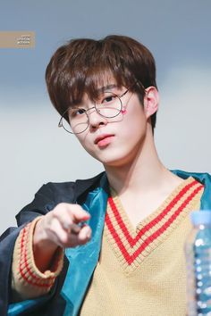 Wooshin / Wooseok produce x 101 Cute Little Baby, Pretty Baby, Little Babies, Daejeon, Lee Dong Wook, Pin Pics, Bts And Exo, Korean Boy Bands, Golden Child