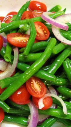 Red Onion, Tomato, & Steamed Green Beans, Tossed In Olive Oil ~ Simple & Good Vegetable Recipes, Vegetarian Recipes, Cooking Recipes, Healthy Recipes, Waldorf Salat, Steamed Green Beans, Shrimp And Green Beans, Frozen Green Beans, Green Beans And Tomatoes
