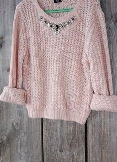 Kup mój przedmiot na #vintedpl http://www.vinted.pl/damska-odziez/swetry-z-dekoltem/15833363-pudrowy-roz-sweterek-zdobiony-dekolt