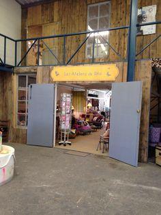 Façade de la boutique des Ateliers de Bea dans le Hang'Art des créateurs.