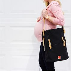 Stylish mom Jess Oakes, wears our chic PacaPod Idaho in black