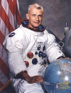 Vintage Space, Space Station, Space Travel, Life Photo, Apollo, Nasa, Portrait, Mens Tops, Photos