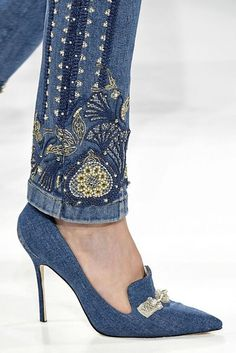 All The Best Fall Shoes From New York Fashion Week Herbst 2017 Schuhtrends – Beste Herbst- und Winterstiefel und -schuhe von NYFW – ELLE High Heels With Jeans, Denim Heels, Denim Purse, High Jeans, New York Fashion, Fashion Week, Fall Fashion, Denim Fashion, Fashion Shoes