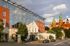 Luxurious Sheraton hotel in Krakow located closest to the Wawel Castle