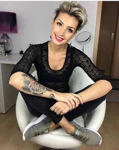 Edgy Short Haircuts, Short Hairstyles For Thick Hair, Haircut For Thick Hair, Short Hair Cuts For Women, Braided Hairstyles, Curly Hair Styles, Fancy Hairstyles, Pixie Haircuts, Haircut For Older Women