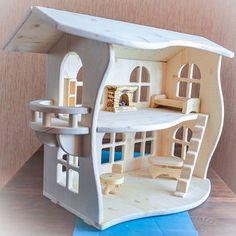 """Вот бывает: вся детская комната завалена игрушками, а малышка снова и снова тянет за юбку со словами: """"Мам, играть!"""" Знакомо? Еще как! А кукольный домик у вас есть? Такой сказочный, с балкончиком, с резными окошками, с камином... От которого пахнет деревом, как на новой загородной турбазе... И если провести ладошкой по крыше, то почувствуешь тепло... Такой домик понравится и вам, и дочке Моя малышка (ей 1 годик и 8 мес.) очень увлеченно играет, особенно ей нравится переставлять мебель с..."""