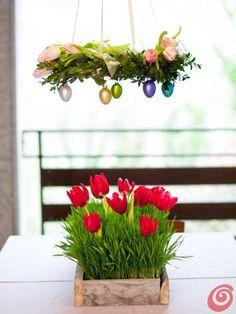 Ghirlanda con uova e vaso in legno