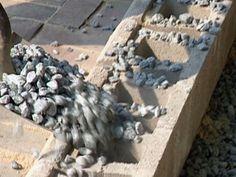 fill concrete cores with crushed gravel Concrete Block Retaining Wall, Backyard Retaining Walls, Retaining Wall Design, Building A Retaining Wall, Garden Retaining Wall, Concrete Blocks, Concrete Stairs, Backyard Landscaping, Brick Garden Edging