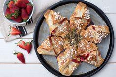 Una merenda facile e veloce, dal forno alla tavola per grandi e piccini: girandola di sfoglia  con frutta e cioccolato: è subito meraviglia!