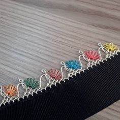 - ideas hermosas y diferentes Hand Embroidery Stitches, Ribbon Embroidery, Odd Molly, Baby Knitting Patterns, Crochet Patterns, Crochet Edgings, Crochet Unique, Crochet Bedspread, Knit Shoes