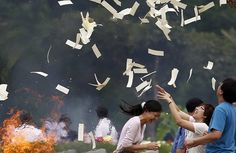 Tomb Sweeping Day #China #Festival  -------Ridiculous people! How could they make Qingming as a celebration holiday?
