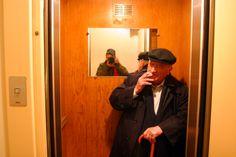 Raymond Hains s'apprête à faire la fête (2), dans le miroir : Arnaud Brunet Raymond Hains, Nouveau Realisme, Originals, Mirror