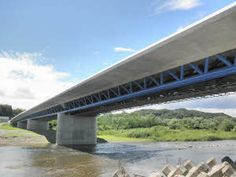永田橋の完成イメージ。トラスの下弦材を鋼製パイプとすることで軽量化できる。この橋梁で使用する鋼材の総重量は約600t(資料:新日本製鉄)