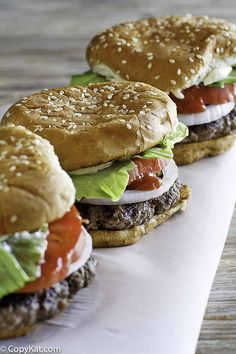 Burger King Whopper Homemade hamburgers are the best! Make a Burger King Whopper with this easy copycat recipe.Homemade hamburgers are the best! Make a Burger King Whopper with this easy copycat recipe. Hamburger Recipes, Beef Recipes, Sauce Recipes, Cooking Recipes, Taco Bell Recipes, Fondue Recipes, Hamburger Buns, Cooking Bacon, Local Burger