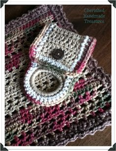 Cherished Handmade Treasures - crochet towel holder made with hair elastic or other type of ring Crochet Towel Holders, Crochet Dish Towels, Crochet Towel Topper, Crochet Kitchen Towels, Crochet Potholders, Yarn Holders, Crochet Coaster, Crochet Home, Crochet Gifts