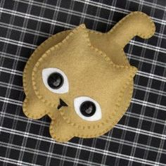 Love this little felt kitty. Cat Crafts, Sewing Crafts, Sewing Projects, Felt Christmas Decorations, Felt Christmas Ornaments, Needle Felted Animals, Felt Animals, Felt Crafts Patterns, Felt Embroidery