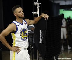 Warriors basketball team leader Stephen Curry's hesitance to visit the White House after his team's NBA championship win in June leaves him without having to make the decision as President Donald Trump on Saturday made it for him, rescinding the invitation.  #USPolitics