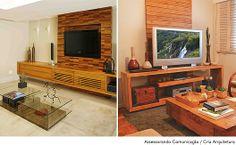 À esquerda, a arquiteta Roberta Devisate escolheu pastilhas de madeira de demolição para revestir o painel da sala de TV. A Cria Arquitetura assina o ambiente  com o painel atrás do televisor feito de ripas de madeira teca certificada.