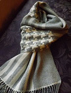 Great exagerated houndstooth pattern woven on a rigid heddle loom with Valley Yarns Charlemont. >> Ravelry: fiametta's Big Houndstooth with Stripes