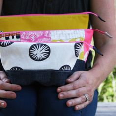 noodlehead: open wide zippered pouch tutorial size chart - my fave for washbag and make up bags Zipper Pouch Tutorial, Purse Tutorial, Sewing Tutorials, Free Tutorials, Tutorial Sewing, Sewing Projects, Diy Tutorial, Beginners Sewing, Bag Patterns To Sew