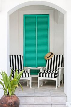 house of turquoise 400x600 Move Over, Chevron   Cabana Stripes Are Back
