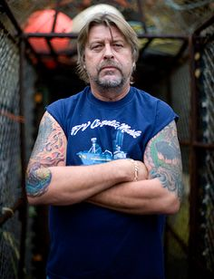 """Harris was the cantankerous captain of the Cornelia Marie, a crab-fishing boat that plied the Bering Sea on the hit reality television show """"Deadliest Catch. Celebrity Bodies, Celebrity Deaths, Celebrity Photos, Celebrity News, Captain Phil Harris, Cornelia Marie, Deadliest Catch, Reality Tv Stars, Top Celebrities"""