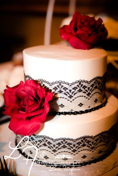 black white and red wedding cake, roses, black lace