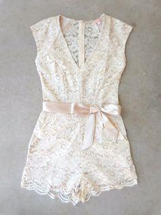 .Sweet Ivory Lace Romper