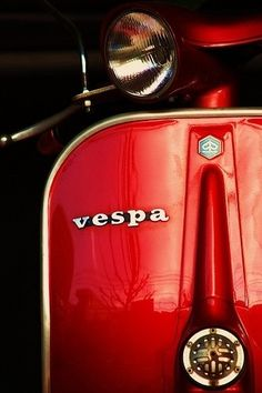 Vespa vintage red! I want it! I want it bad.......