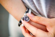 Šperky podle znamení horoskopu | korálky.cz Wood Watch, Cancer, Bracelets, Accessories, Diy, Horoscope, Wooden Clock, Bricolage, Do It Yourself
