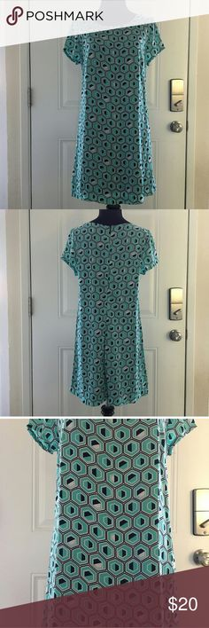 Janette fashion lined dress hexagon pattern large EUC. Color blocked in navy mint green and white hexagon pattern . Lined. Zip closure in back 100% polyester. hand wash underarm to underarm is 18in. length 31in. waist 18 in please check your dress measurements before purchasing Janette fashion Dresses