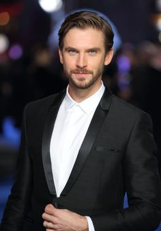 Pin for Later: Quelque Part Entre Downton Abbey et Maintenant, Dan Stevens Est Devenu Vraiment Pas Mal