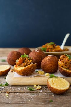 These mini vetkoeks are filled with curried mince and are a delicious a LCHF bite. Perfect for entertaining. Mini bites of traditional South African flavour Braai Recipes, Mince Recipes, Cooking Recipes, Banting Recipes, Savoury Recipes, Drink Recipes, Beef Recipes, Chicken Recipes, Lowcarb Pizza