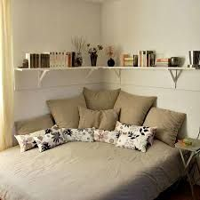 Картинки по запросу угловая полка над кроватью