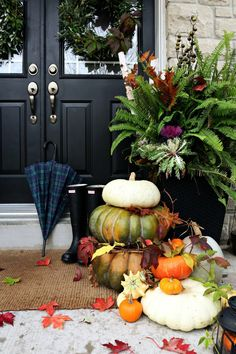 Fall decor - so cute! Fall decor - so cute! Autumn Decorating, Porch Decorating, Decorating Ideas, Decor Ideas, Thanksgiving Decorations, Seasonal Decor, Holiday Decor, Decoration Entree, Fall Containers