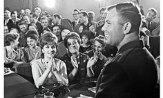 Юрий Гагарин и Джина Лоллобриджида. 1961