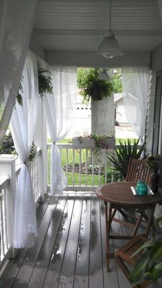 28 Rustic Farmhouse Front Porch Decorating Ideas #farmhouse #porch