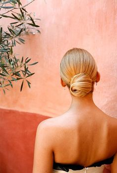 An elegant, timeless bun. Perfect for a wedding in Provence, France