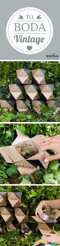 Un pequeño cactus, nuestra caja Queen personalizada y puesta en un entorno verde es el detalle de boda perfecto para tus invitados. Natural, reciclable y bonito por demás. #bodas2016 #weddings #bodas #bodavintage #vintage #packaging #detallesdeboda #kraft #cactus