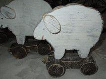 Holzschaf auf Räder