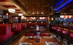 TGI Fridays Bar & Grill | broadway interior | Pinterest ...