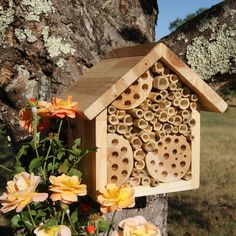 Bee Hotel & Flower Seeds for Bees by Plant Theatre - Excellent Gift Idea Bug Hotel, Plant Theatre, Rain Garden Design, Hotel Flowers, Mason Bees, Bee House, Garden Deco, Most Beautiful Gardens, Hotels