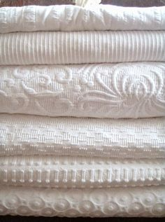 Fall Favorites & Familiars White coverlets: I'd love to add these to my linen closet. I'm a fanatic for using only cotton on the bed (there's nothing more comfortable for sleeping) AND for adding that one textured piece to give the bed that luxurious fee Linen Bedding, Duvet, Bedding Sets, Blue Comforter, Bed Linens, Junk Chic Cottage, White Coverlet, White Bedspreads, Vintage Porch