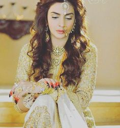 White yellow and gold for mehndi