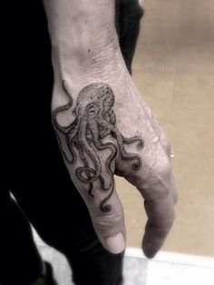 Cool Hand Tattoos For Guys