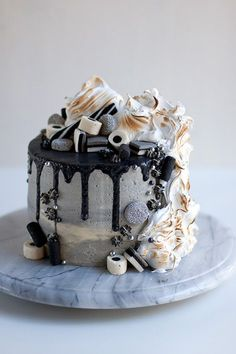 monochrome black and white cake from makeaa. Pie Cake, No Bake Cake, Fun Desserts, Delicious Desserts, Baking Recipes, Cake Recipes, Sweet Pastries, Just Cakes, Edible Cake