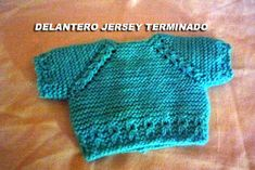 CONOCIENDO ARTESANAS: Como hacer un jersey para un nenuco, paso a paso Baby Knitting Patterns, Knitting For Kids, Free Knitting, Knitting Projects, Knitted Dolls, Crochet Dolls, Knit Crochet, Baby Barn, Baby Cardigan
