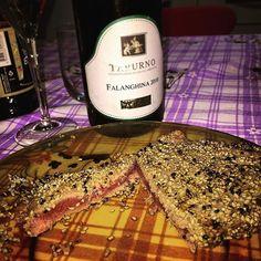 #cena #italy #food #wine #tuna #tataki #filetto #tonno #sesamo #soia #tunaaddicted #falanghina #italianwine #vino #instafood #friends #hungry #delizia #palatifini #taburno #falanghina2010 #dinner #italiandinner #tonnoalsesamo #bontà #pesce by amos1991