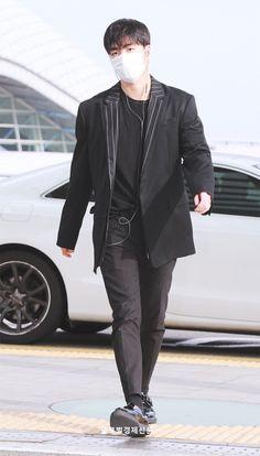 Yg Entertainment, Ikon Member, Boy Fashion, Mens Fashion, Ikon Junhoe, First Boyfriend, Airport Style, Airport Fashion, My Boo