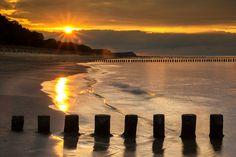 Mooi zonsondergang bij de oostzee in Duitland